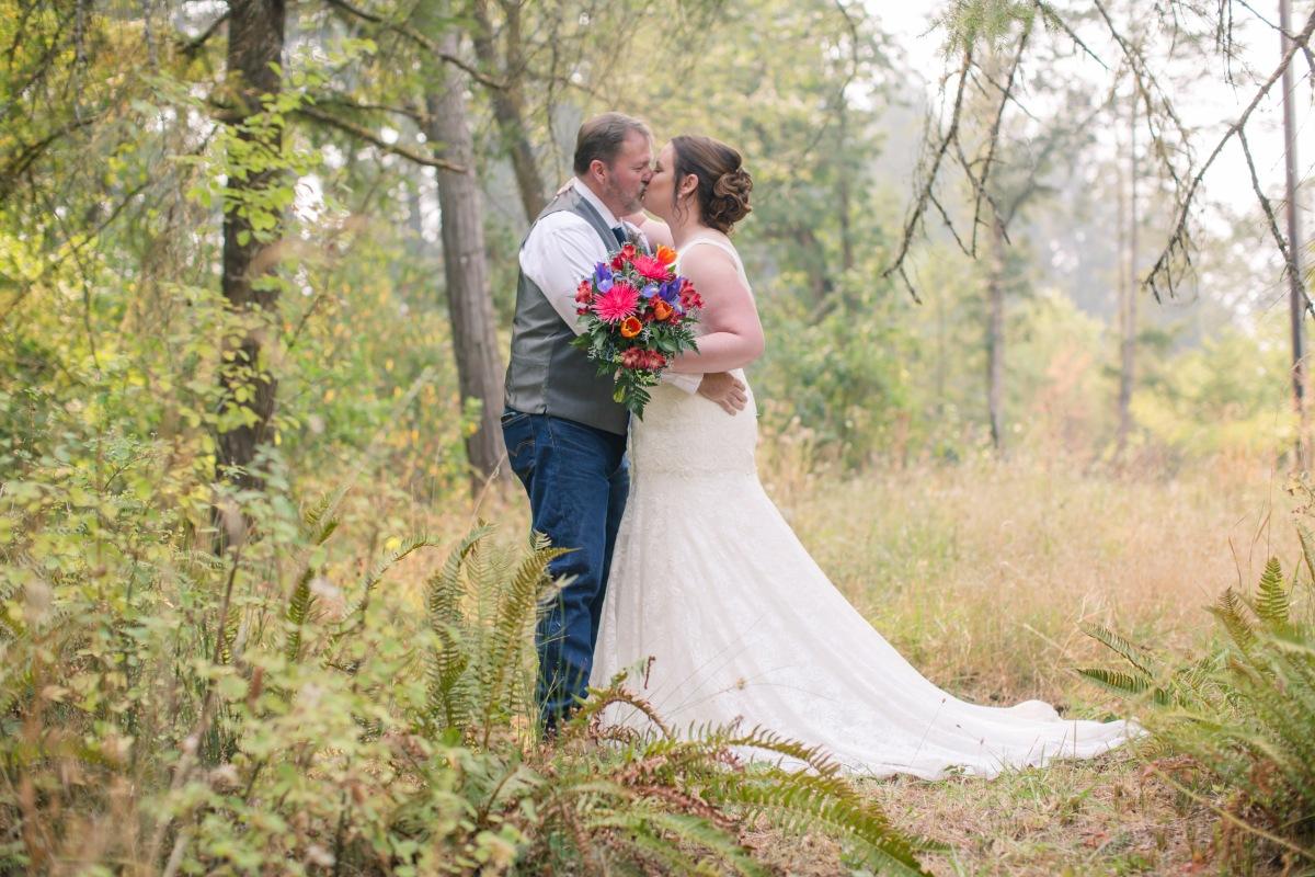 #OregonWeddings, #Smokeyisthenewsoftbox, #capturingessencephotography, #loveisintheair, #weddinginthewoods