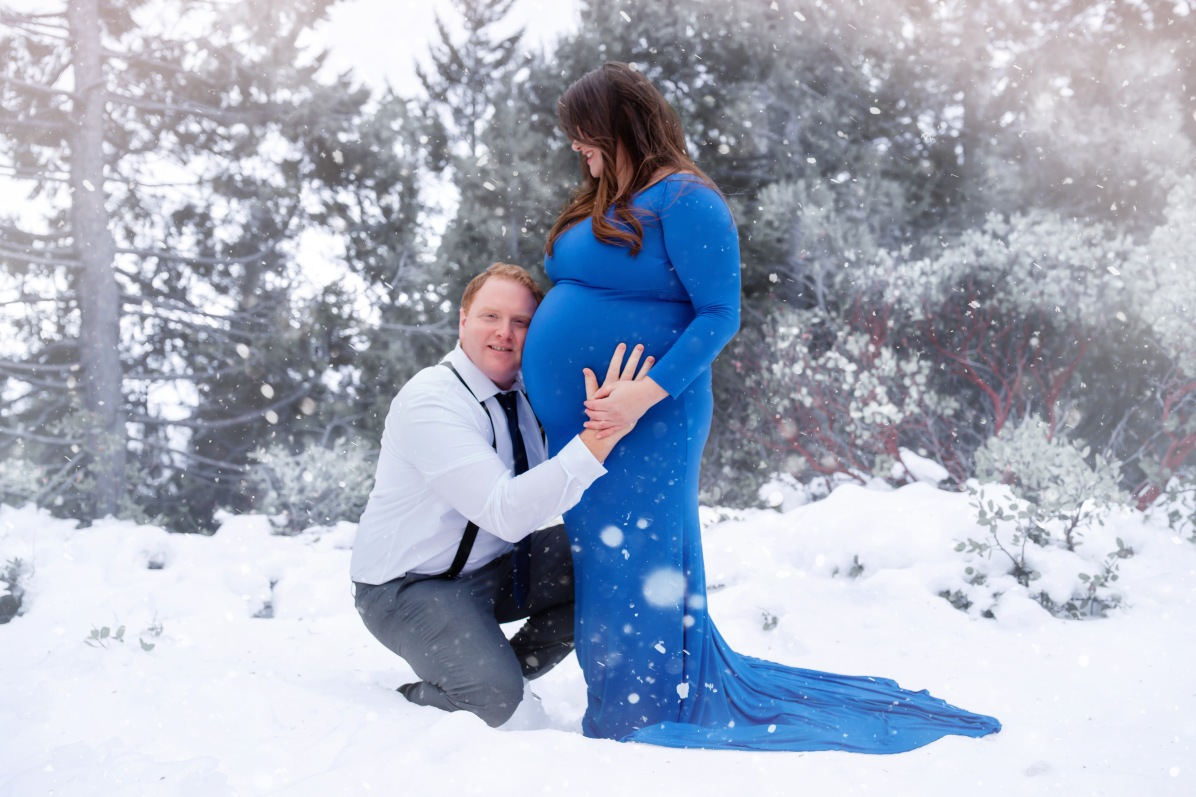 christina_maternity-47snow