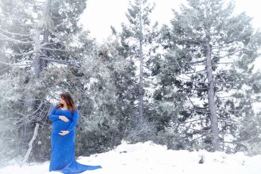 christina_maternity-8snow