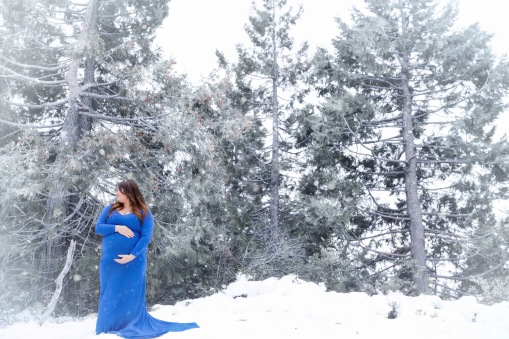 christina_maternity-8snow